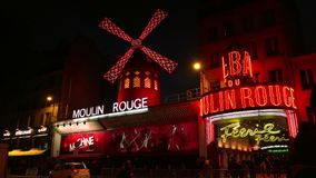 УЛЬТРА HD 4K, реальное время, сигналя; Румян Moulin к ноча, сток-видео