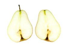 Уменьшанная вдвое сочная груша corella изолированная на белизне Стоковые Изображения RF