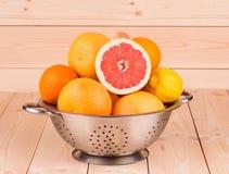 Уменьшанные вдвое цитрусовые фрукты Стоковые Изображения