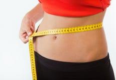 Уменьшение тела женщины в трусах с измерением Стоковые Фото