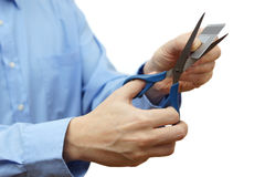 Уменьшите вашу концепцию задолженности кредитной карточки с ножницами и кредитом ca стоковые изображения