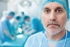 Умелые доктора работают в театре operating Стоковые Фотографии RF