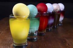 Умирая пасхальные яйца Стоковая Фотография RF