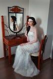 Умная девушка на зеркале Стоковые Изображения