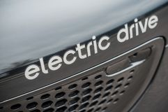 Умная надпись электрического привода текста на черном умном фронте автомобиля стоковые изображения rf