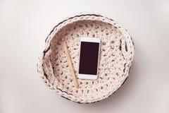 Умные телефон и шарики пряжи футболки Стоковые Фото