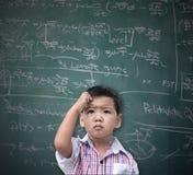 Умный азиатский думать мальчика Стоковые Изображения RF