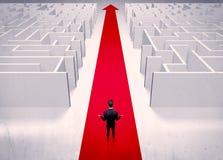 Умный бизнесмен избегая концепции лабиринта Стоковые Изображения