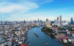Умный город Финансовые район, здания небоскреба, и река Стоковое Изображение