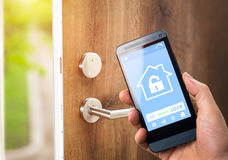 Умный домашний прибор - домашнее управление стоковые фото