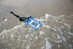 Умный телефон в воде Стоковая Фотография RF
