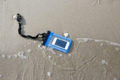 Умный телефон в водоустойчивом Стоковое фото RF