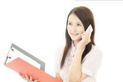 Умный телефон с женщиной Стоковые Изображения RF