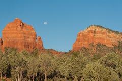 луна над sedona Стоковые Фотографии RF