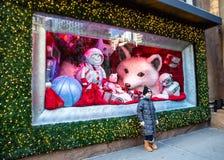 Универмаг Macy's на квадрате глашатого в Манхэттене с дисплеями окна праздника стоковые фотографии rf