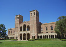 университет лужайки кампуса стоковое изображение rf