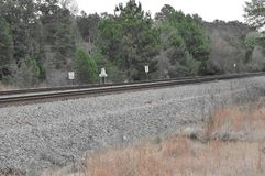 Уникально взгляд следов поезда с пропускать полет около его стоковая фотография rf