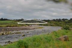 Уникально конструированный мост Te Rewa Rewa пешеходный в новом Плимуте Стоковая Фотография