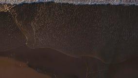 Уникально утра верхней части взгляд вниз прибоя океана сток-видео