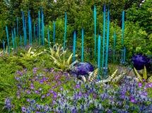 Уникально художественное произведение синего стекла которое переплетено стоковые изображения