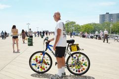 Уникально колеса велосипеда на променаде Стоковое Фото