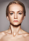 Унылая женщина с разрывами в ее глазах Стоковое фото RF