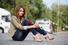 Унылая молодая женщина с розой Стоковая Фотография RF