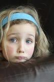 Унылой маленькая девочка Eyed синью стоковое изображение rf