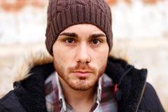 Унылый парень с шляпой шерстей стоковые изображения rf