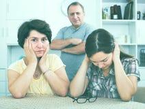 Унылая девушка надоедана ее родителями пенсионера Стоковое Фото