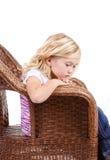 Унылая девушка сидя в стуле стоковая фотография