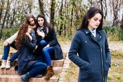 Унылая девушка с злословить друзей Стоковое Фото
