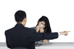 Унылая женщина вытесненная ее боссом Стоковое Изображение