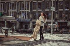 Унылая красивая девушка в городке Стоковые Фотографии RF