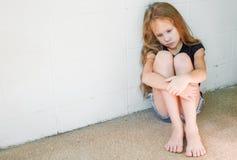 Унылая маленькая девочка стоковые фотографии rf