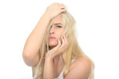 Унылая несчастная разочарованная молодая женщина смотря усиленный и потревоженный Стоковое Изображение