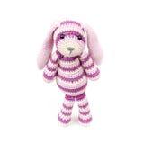 Унылая связанная игрушка кролика стоит над белой предпосылкой Стоковые Изображения