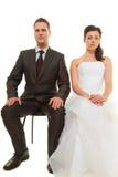 Унылые groom и невеста соединяют ждать wedding Стоковое Изображение