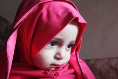 Унылый арабский египетский мусульманский ребёнок Стоковые Изображения RF