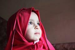 Унылый арабский египетский мусульманский ребёнок Стоковые Фотографии RF