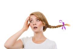 Унылый девочка-подросток в windblown волосах оплетки Стоковая Фотография RF