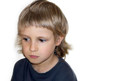 Унылый и задумчивый мальчик, portret, белая предпосылка космоса экземпляра Стоковые Изображения