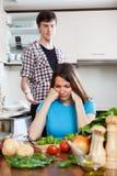 Унылый молодой человек и несчастная женщина после ссоры Стоковые Фотографии RF