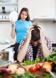 Унылый молодой человек и сердитая девушка во время ссоры Стоковая Фотография RF