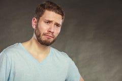 Унылый подавленный красивый плакать парня человека стоковая фотография