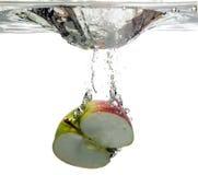 упаденная яблоком вода плодоовощ Стоковое Изображение