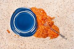 упаденное спагетти плиты стоковые фотографии rf