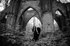 Упаденный ангел с черными крылами Стоковая Фотография