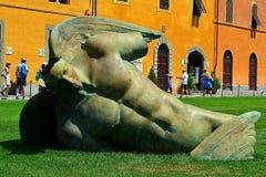Упаденный ангел, di Пиза pendente Torre, полагаясь башня Пизы, baptisterium, квадрата чудес стоковое изображение