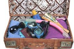 упакованная пляжем каникула чемодана стоковые фото